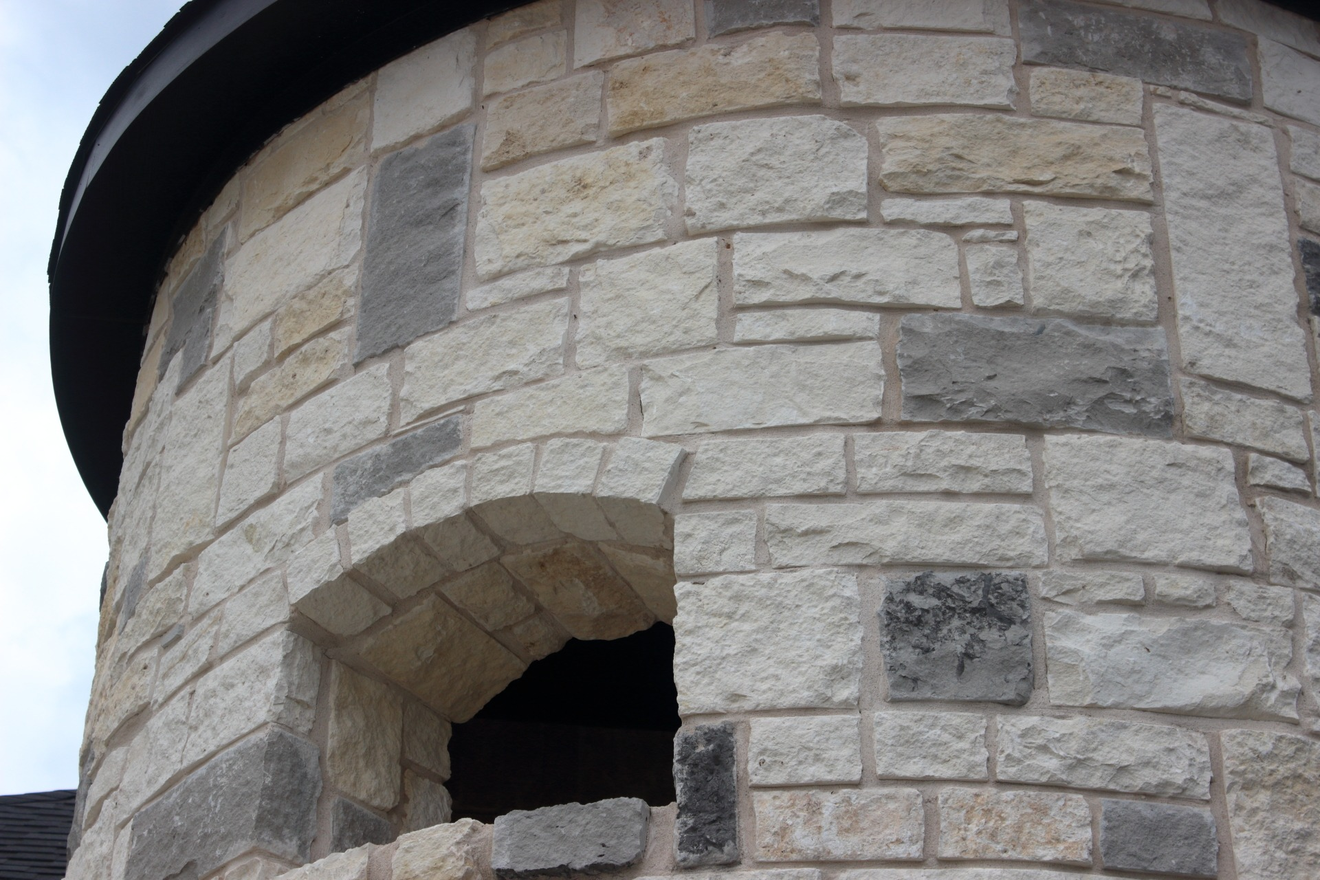 White Charcoal Lueders Blended Stone